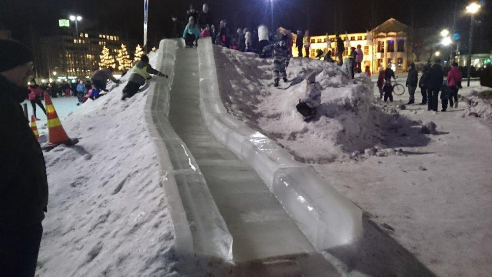 Kuukauden ulkoiluteko: Mikkelissä jääliukumäki kaupungin torilla ja retkiluistelurata Kaihunlahdella riemastuttavat väkeä