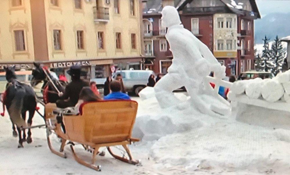 Tuumat ja tuntumat: Lumiveistoksille ennätysmäärä näkyvyyttä James Bondin avulla